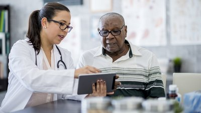 A CoxHealth ACO member physician talks with a patient.