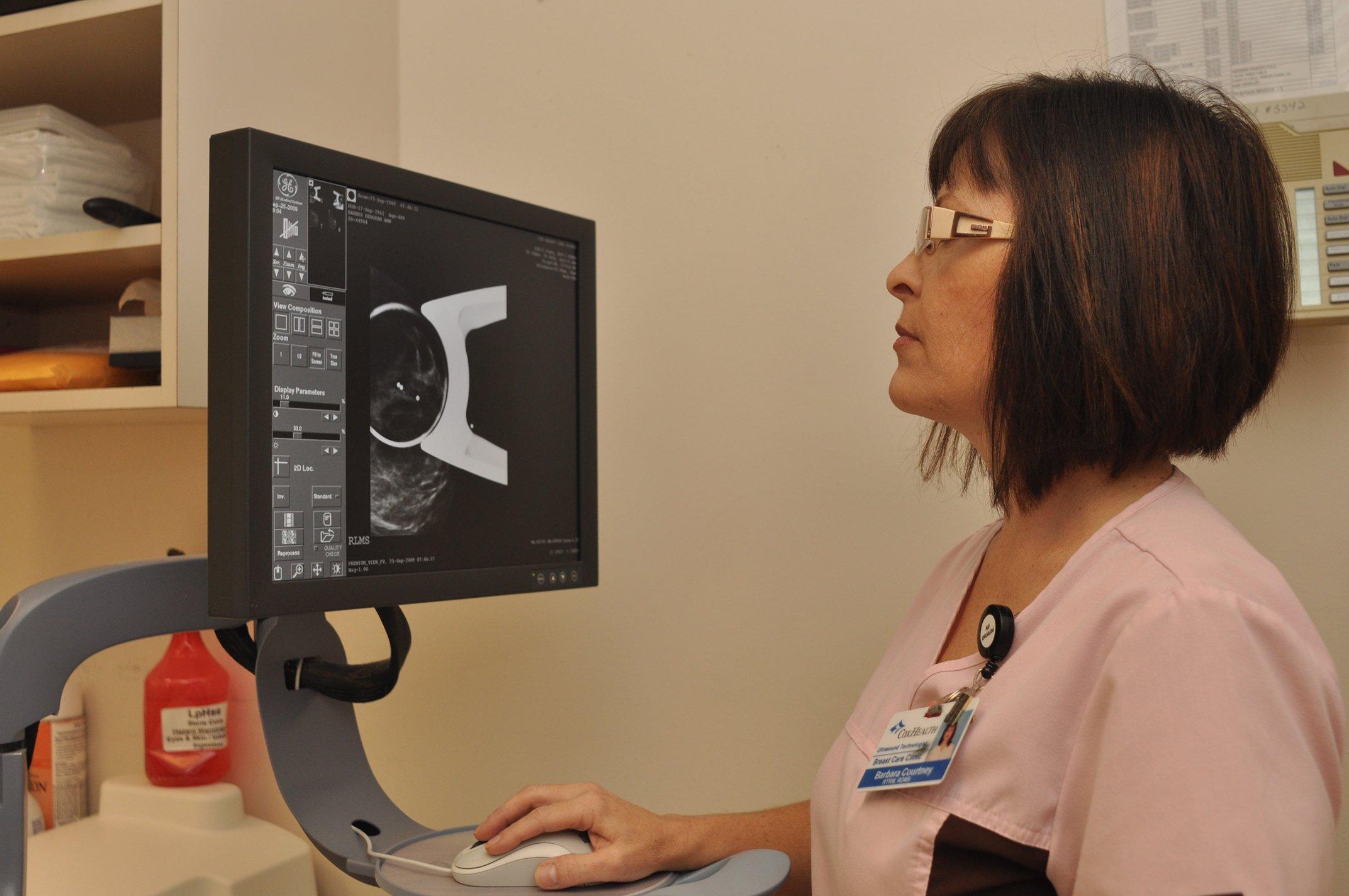 A CoxHealth nurse views an 3D mammography image.