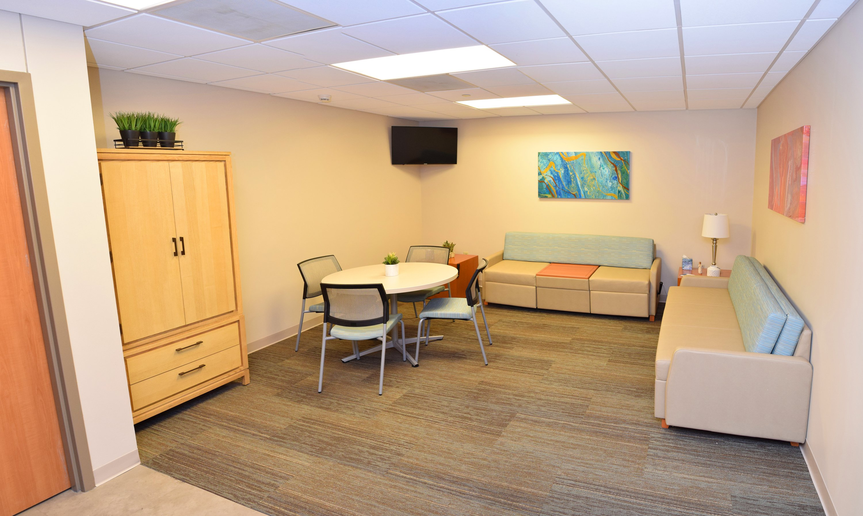 Photo shows the Gift of Life Family Room at Cox South.
